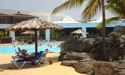 hebergement LES DUQUESNES APPART offer LES DUQUESNES APPART - Swimming pool - Beach nearby image